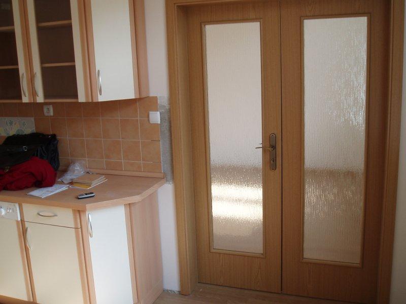 Kuchyňský pult a dveře